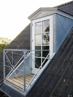 If you are lucky enough to have an attic in your home but haven't used this space for anything more than storage, then it's time to reconsider its use. An attic Attic Master Bedroom, Attic Rooms, Attic Spaces, Master Suite, Roof Window, Attic Window, Attic Renovation, Attic Remodel, Office Deco