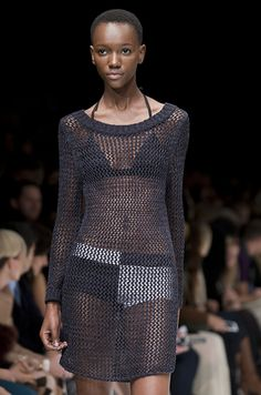 Joe Fresh!  Could totally knit something like this using the new Shibui linen. Hmmmm. I have five skeins in my stash.
