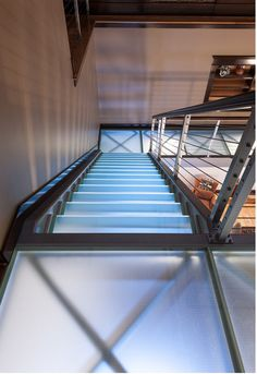 Awesome idea for stairs: Glass Stairway! They're safe & durable. Plus, they give your home such a modern, high end look. This site has more ideas & info on glass stairs and floors. So cool.