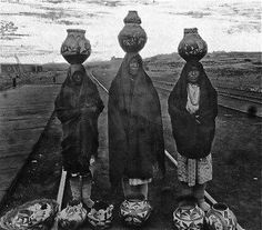New Three Pueblo Indian women displaying their ollas for sale at the railroad tracks Native American Pottery, Native American Women, Native American History, Native American Indians, Native Americans, Navajo, Taos Pueblo, Pueblo Indians, New Mexico Usa