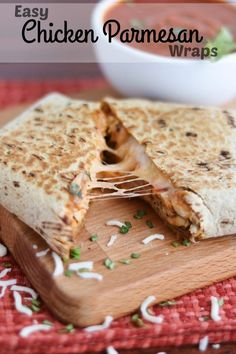 These Easy Chicken Parmesan Wraps are a super-fast 15-minute meal! Make them…
