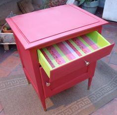 A todo color. Furniture Restoration, Painted Furniture, Cute Furniture, Furniture Hacks, Home Deco, Furniture Inspiration, Vintage Furniture, Furnishings, Furniture Design