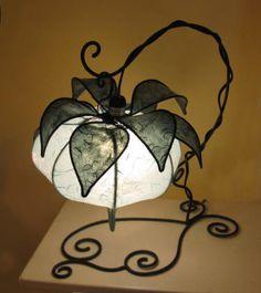 Lampada da tavolo, Alchechengi azzurro. Altezza 40 cm, Larghezza 20 cm, Profondità 30 cm.