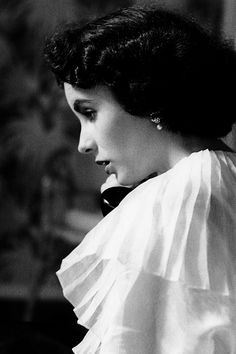 """jacquesdemys: """""""" Elizabeth Taylor photographed by Bob Willoughby, 1950 """" """""""
