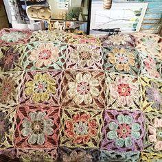 Happiness is a kind of courage, Alicebyday. Freeform Crochet, Crochet Granny, Crochet Motif, Crochet Stitches, Knit Crochet, Crochet Flower Patterns, Afghan Crochet Patterns, Crochet Flowers, Knitting Patterns