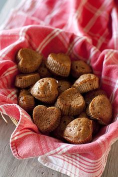 Healthy whole wheat cranberry applesauce muffins for #Valentine's Day #breakfast.