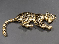VINTAGE CROUCHING LEOPARD Pin / Brooch by GOLLYWOODBOULEVARD on Etsy   $15.20 Vintage Art, Brooch Pin, Glass Art, Etsy, Animals, Brooch, Animaux, Animal, Animales