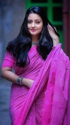 Hottest HD Photos of Beautiful Indian Women in Saree! Beautiful Girl Indian, Most Beautiful Indian Actress, Beautiful Girl Image, Beautiful Saree, Beauty Full Girl, Beauty Women, India Beauty, Asian Beauty, Beautiful Bollywood Actress