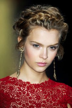 Josephine Skriver, Valentino Spring 2012, beautiful! Exquisite details on the dress