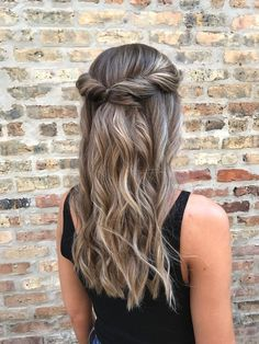 this gorgeous, half up half down, wavy hairstyle with a twisted crown looks great on medium to long hair lengths, but works for short hair styles as well. better yet, it can perfectly transition between a pretty, everyday, casual look during the day to an elegant prom, wedding or homecoming hairstyle at night! | hair by goldplaited