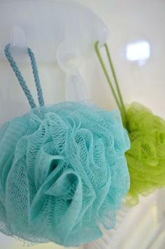 A Command™ Multi-Hook works perfectly to hang up loofas, sponges, and other shower accessories - up to 5 lbs! Bathroom Spa, Bathroom Cleaning, Bathroom Organization, Customer Stories, Shower Accessories, Home Hacks, Getting Organized, Projects, Ideas