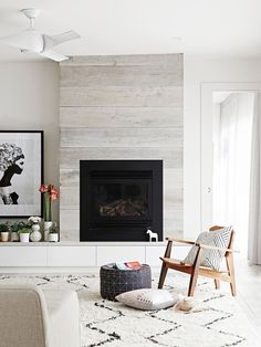 59 new Ideas for living room scandinavian fireplace black white Wooden Fireplace Surround, Wood Fireplace, Living Room With Fireplace, Fireplace Surrounds, Living Room Decor, Fireplace Ideas, Fireplace Modern, Living Rooms, Small Fireplace