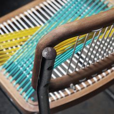 Chaise et tissage chair and weaving on pinterest woven - Moderniser une chaise en paille ...