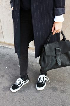 Blogger Adenorah | Coat (Zara). Jeans (Acne Studios). Sneakers (Vans). Bag 'Charlie' (Lancel).