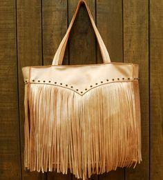 Bolsa de couro com franjas. Mab Store - www.mabstore.com.br