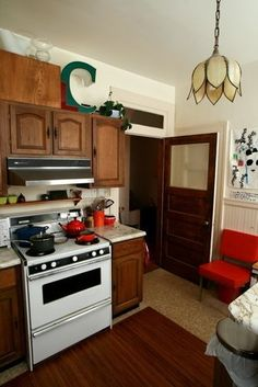 Ten Kitchen Improvements for Renters / how to decorate with wooden cabinets