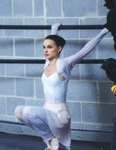 """Darren Aronofsky has put his foot down in the """"Black Swan"""" ballet dancing controversy. The film's director released an extensive statement on Monda. Black Swan Movie, Black Swan 2010, Street Dance, Darren Aronofsky, I Love Cinema, Ballet Clothes, Dance Movement, Ballet Fashion, Ballet Photography"""