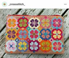 Folk Embroidery Patterns Use different color scheme. Embroidery Purse, Folk Embroidery, Embroidery Designs, Cross Stitch Embroidery, Needlepoint Designs, Needlepoint Stitches, Needlework, Cross Stitch Designs, Cross Stitch Patterns