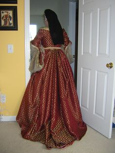 Back view henrician gown