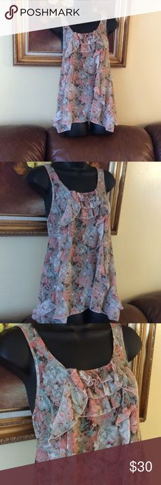 💞Call summer 💞gorgeous sheer top Preowned in very good condition, decorated with flounces on the front and little on back Rumors Tops Blouses