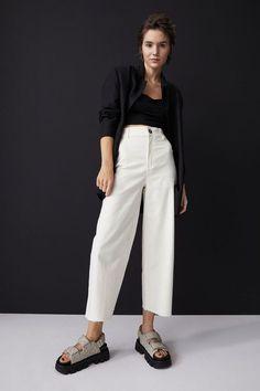H&M Wide-Cut Jeans Light Denim, Fashion Art, Denim Claro, Best White Jeans, Jean Large, Cream Jeans, Indie, Asos, Buy Jeans