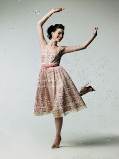 f5ee92c984 Dance like no one s watching - Anne Hathaway