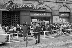 Co Vám z minulého režimu schází? Famous Photographers, Socialism, Czech Republic, Prague, Retro, Photography, Bicycle, Neon, Lights