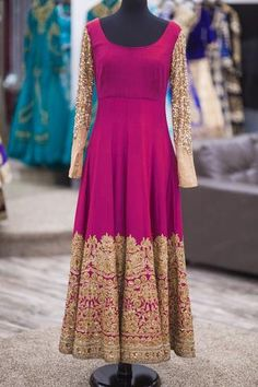 This featuring designer Purple Bangalori Silk Embroidered Anarkali Suit for women, also comes with net matching dupatta and salwar. This is a free size dress. Anarkali Frock, Designer Anarkali Dresses, Red Lehenga, Lehenga Choli, Anarkali Suits, Indian Anarkali, Indian Party Wear, Indian Wear, Indian Attire