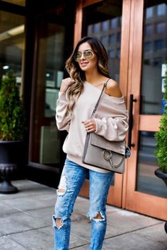 A batwing sweater is one of the most flattering tops to wear so is ideal for a coffee date. | How to Dress for a Coffee Date