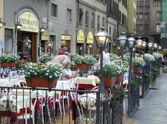 Restaurants and Sidewalk Cafes in Tuscany Italy