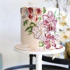 Cake art - each one is always unique ❤️ #sweetbloomcakes #buttercreamart #edibleart #cakeart #buttercreamcake