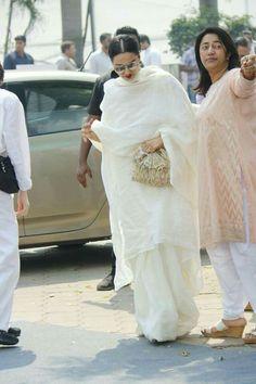 Bollywood celebs paid last tribute to RIP Sridevi ji Kalamkari Dresses, Indian Designer Wear, Indian Dresses, Lace Skirt, Bollywood, Celebs, Skirts, How To Wear, Fashion