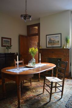 Francina & Joe's Idyllic Townhouse Layout Design, Kitchen Dinette Sets, Kitchen Tables, Kitchen Ideas, Kitchen Design, Townhouse Apartments, Guest Room Decor, Apartment Living, Apartment Therapy