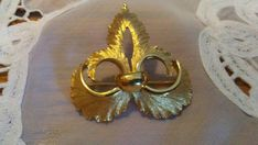 Check out this item in my Etsy shop https://www.etsy.com/listing/585612320/crown-trifari-fleur-de-lis-gold-brooch