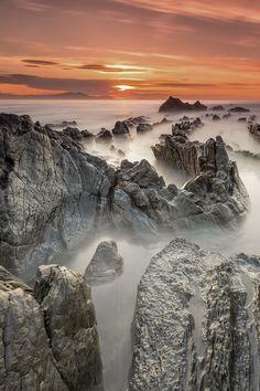 Sunset at Barrika, País Vasco, Spain (by Álvaro y Jose Manuel Pérez Alonso. Brothers on 500px)