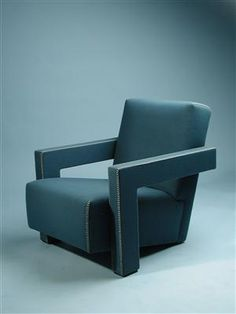 Armchair Utrecht. Designed by Gerrit Rietveld for Cassina, Italy. 1970's.    Wooden frame with wool filt upholstery