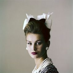 Model Anna Karin-Bjorck is wearing a little hat of black velvet and starched white organdie bows by Adolfo for Emme, photo by Jerry Schatzberg for Vogue Feb. Jerry Schatzberg, Fashion Photo, Fashion Beauty, Vintage Outfits, Vintage Fashion, Vintage Hats, She's A Lady, Glamour, Fashion Colours