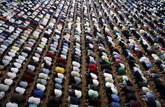 Sep 12, 2008 Malaysian Muslims prayed at a Kuala Lumpur mosque on the second Friday noon prayer of Ramadan. (Kamarul Akhir/Agence France-Press — Getty Images)