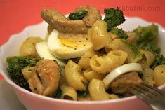 Brokolicový salát s kuřecím masem a vejci natvrdo