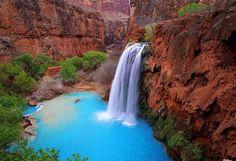#Havasu #Falls, #Arizona #waterfall #straordinary #wonder #beautyfall #blu #canyon #red #green  Una #cascata #naturale in un canyon in #Arizona, la #bellezza della #natura #incontaminata