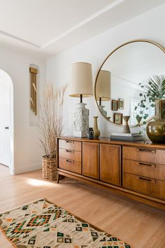 See How This Tired Cali Bungalow Received A Fresh Transformation - Living room wohnen wohnzimmer holz Bungalows, Home Design, Design Ideas, Design Design, Design Hotel, Design Color, Design Elements, Bungalow Style House, 1940s Bungalow