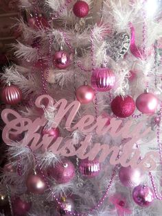 Merry Christmas♥ in pink!!! Bebe'!!! Love this tree decorated in all pink!!!