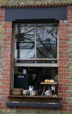 Campania Gastronomia- Shoreditch, London This is a beautiful, really friendly Italian cafe on the Columbia Road. Bakery Cafe, Café Bistro, Design Garage, Italian Cafe, Mini Bars, Café Bar, Lokal, Cafe Shop, Shop Fronts