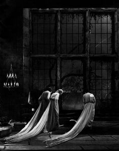 Dracula's Brides in a production still from Dracula Tod Browning) Art direction by Charles D. Check out Bela Lugosi on set of the famous film right here Classic Horror Movies, Horror Films, Horror Icons, Horror Art, Horror Stories, Vampires, Classic Hollywood, Old Hollywood, Horror Monsters