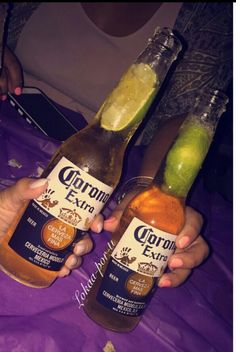k calor Foto Piercing, Alcoholic Drinks, Beverages, Alcohol Aesthetic, Partying Hard, Getting Drunk, Beer Bottle, Liquor, Snapchat