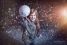 Der erste Schnee :-) / First Snow –  » #Schnee #Schneeball #Portrait #Portraitfotografie #Fotografie #einfachMedien #Bildbearbeiter #JoergSchumacher #myfavpicoftheday #myfavpicoftheweek  #Peoplephotography #Photography