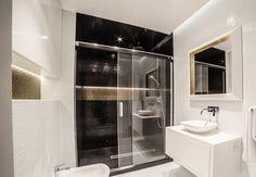 indirekte-beleuchtung-led-badezimmer-decke-wand-schwarz-weiss-gold
