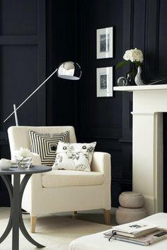 wandfarbe schwarz weißer sessel