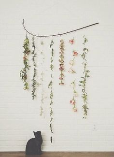 DIY Flower Wall Hanging // The Kitchy Kitchen -- perhaps fake flowers instead? Floral Garland, Flower Garlands, Diy Flowers, Hanging Flowers, Fresh Flowers, Hanging Garland, Fake Flowers, Diy Wall Hanging, Feather Garland