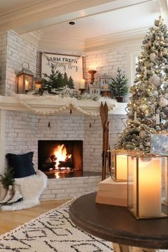 Christmas Mantels, Cozy Christmas, Outdoor Christmas, Beautiful Christmas, White Christmas, Christmas Fireplace Decorations, Victorian Christmas, Country Christmas, Decorate Fireplace For Christmas